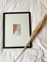 wanddecoratie-hout-smalle-fotolijst-in-zwart-met-passe-partout-voor-foto-10x15cm