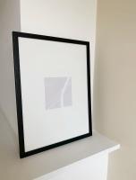 wanddecoratie-hout-smalle-zwarte-fotolijst-met-passe-partout-voor-foto-13x13cm