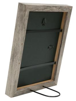 wanddecoratie-fotokader-in-een-warme-grijs-beige-houttint-mat-glas