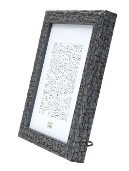 wanddecoratie-hout-grijze-fotokader-in-trendy-burned-wood-look