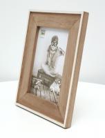 wanddecoratie-hout-smalle-fotolijst-in-wit-met-houten-passe-partout