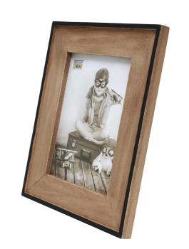 wanddecoratie-hout-smalle-fotolijst-in-zwart-met-houten-passe-partout