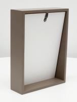 fotokaders-hout-taupe-blokkader-met-schuin-aflopende-achterwand