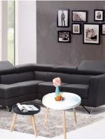 wanddecoratie-hout-rond-bijzettafeltje-in-zwart